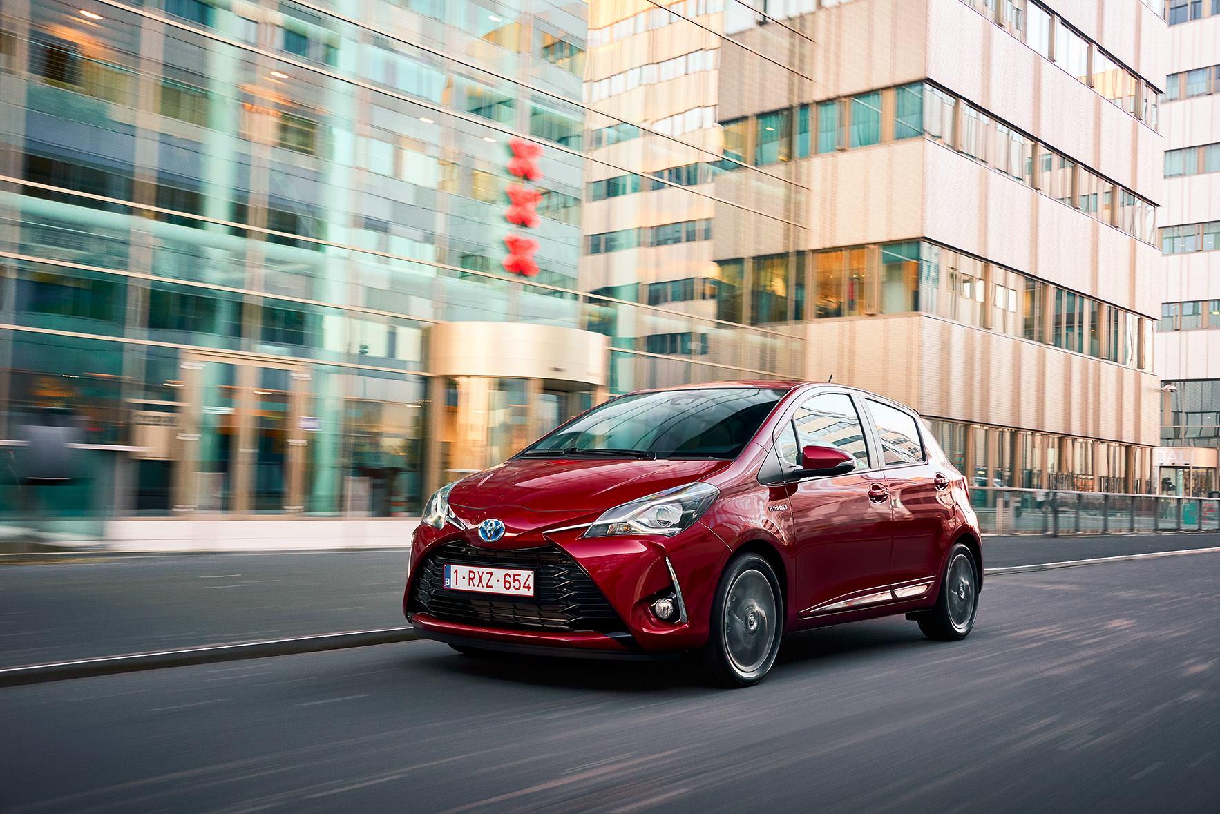 Toyota_Yaris_2017_Fron