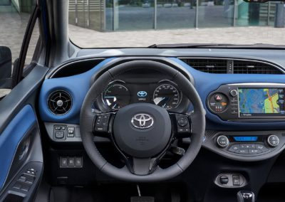 Toyota_Yaris_2017_Inter