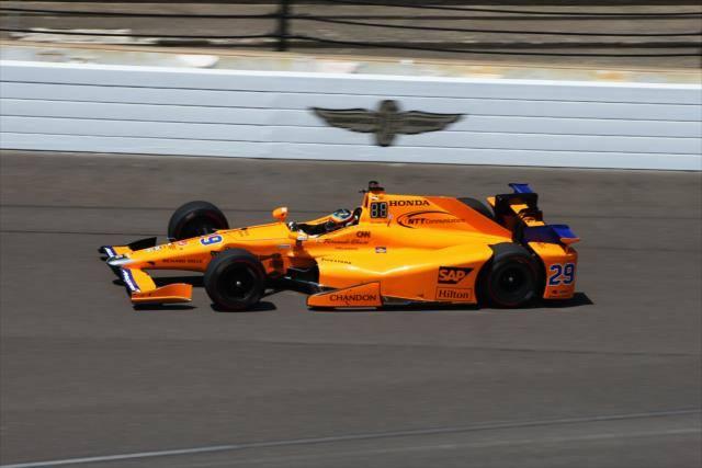 Fernando Alonso ya rueda en Indianápolis